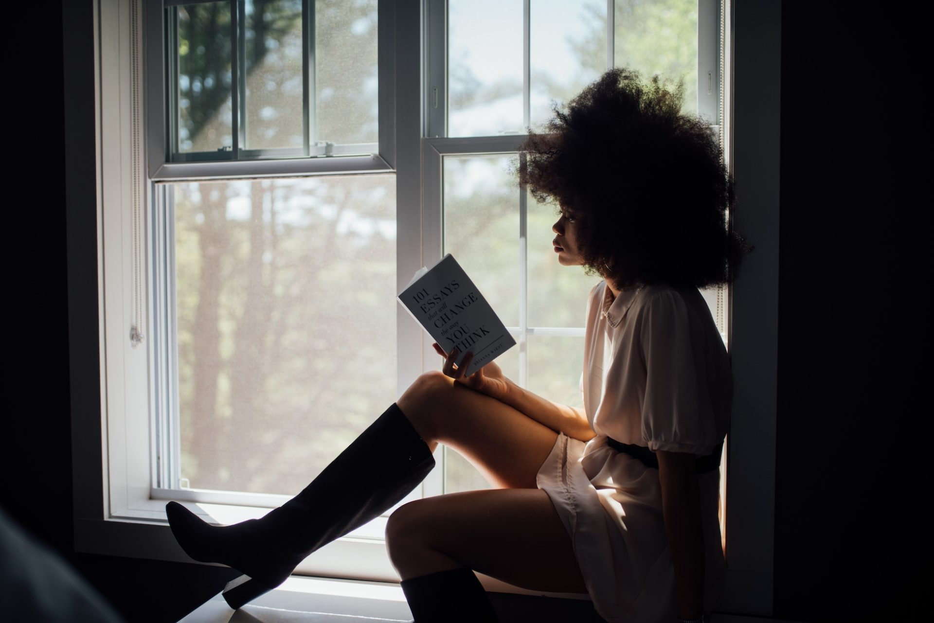 "A Recovering ""Not That Kind of Girl's"" Guide to Reading Romance"